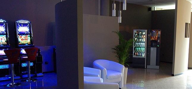 Sala giochi – VLT – Attività di somministrazione di alimenti e bevande