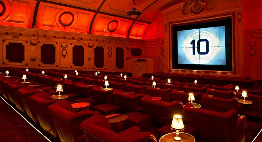 Esercizi cinematografici e cinema teatrali